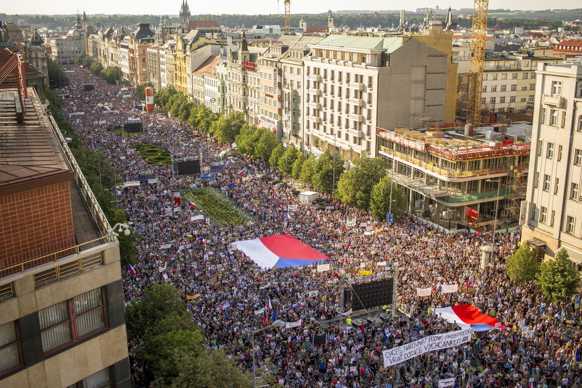 400.000 người ký đơn đòi Thủ tướng Séc từ chức
